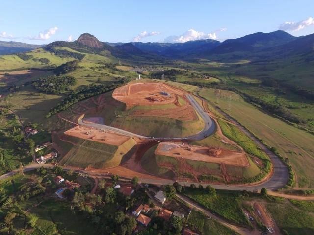Projeto geométrico e terraplanagem de vias e platôs