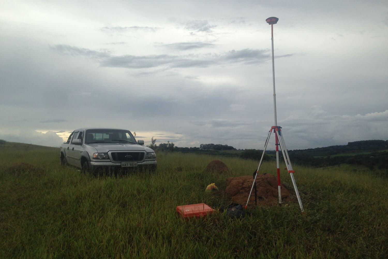 Estudo e implantação de redes topográficas para projeto viário